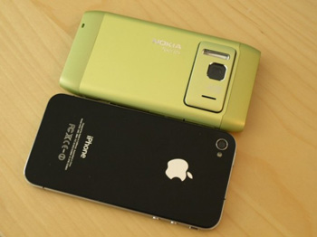 Nokia N8 vs iPhone 4